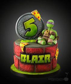 Creative Cake Decorating For A Kid's Birthday Ninja Turtle Birthday Cake, Ninja Cake, Tmnt Cake, Turtle Birthday Parties, Ninja Turtle Party, Ninja Turtles, Lego Cake, Bolo Rapunzel, Superhero Cake
