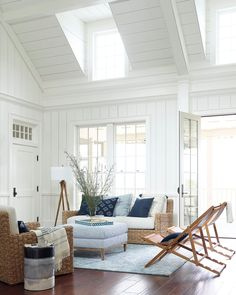31 fabulous beach home interior design that looks more beautiful 4 Estilo Navy, Dream Beach Houses, Coastal Living Rooms, Coastal Bedrooms, Beach House Decor, Home Decor, Beach House Rooms, Beach House Interiors, Cottage Interiors