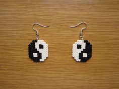 Pendientes ying yang hama beads by Ursula
