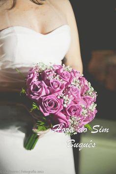 Buquê de noiva em rosa e chuva de prata