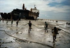 Ship-breaking yard. Chittagong, Bangladesh. 2000. – Magnum Photos