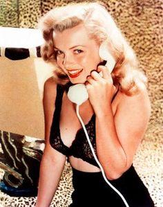 1948. Marilyn by Laszlo Willinger.