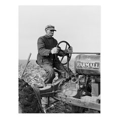 Heart Of America, Classic Tractor, Vintage Tractors, Fiction Novels, Vintage Children, Old Photos, American History, 1930s, Farmer