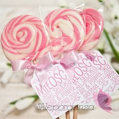 Szukacie idealnego podziękowania dla gości w formie słodkiego upominku? A może prezentu dla swoich małych pociech? Przedstawiamy Wam smakowe, ręcznie robione... Diy Gifts, Rose, Flowers, Plants, Wedding, Cookies, Valentines Day Weddings, Crack Crackers, Pink