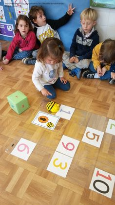 En esta primera sesión del taller de #robótica con #beebot, hemos empezado trabajando el algoritmo #ABN con alumnos de 3 años. Para ello, ... Primary School, Pre School, Bee Bop, Computer Lab, Kids Boxing, Science Activities, Digital Technology, Math Lessons, Teaching English