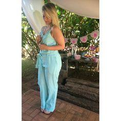 Look divo w/ Blogger Lalá Santos  @lalaaaasantos   Macacão de Linho w/ detalhe na frente | Chita ♡ Disponível TAM. 42    ••》Whatsapp 43 9148-2241  ☎  43 3254-5125.    Rua Rio Grande do Norte, 19 Centro - Cambé-Pr  #venhaseapaixonar #fashionistando #carolcamilamodas #news #Verão16 #musthave #style #fashion #trend #macacão #linho