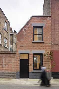 In London, Kirkwood McCarthy crafts a house where furniture workshops once stood.