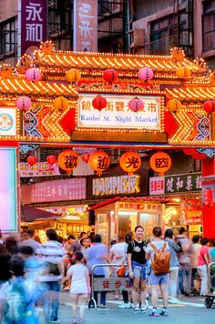 Where to go in Taipei? — 14 Top places to visit in Taipei & Best places to visit in Taipei - Living + Nomads – Travel tips, Guides, News & Information! Taipei Travel Guide, Taiwan Travel, Travel Tips, Travel Destinations, Taiwan Night Market, National Palace Museum, Adventure Bucket List, Taipei Taiwan, Top Place