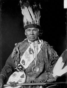 Old Photos - Ojibwa (aka Ojibwe, aka Ojibway)        Ojibwa; Ojibwe; Ojibway; Chippewa; Annishinabe    Po-Go-Nay-Ge-Shick (Hole in the Day) - Ojibwa - 1858      Ojibwa group - circa 1860      Nah-Gun-A-Gow-Bow (Standing Forward) - Ojibwa - 1869      Ah-Ah-Shaw-We-Ke-Shick (Crossing Sky) - Ojibwa - 1869      Kish-Ka-Na-Cut (Stump) - Ojibwa - 1869      Mah-nee-do-ke-shick (Spirit of the Skies) - Ojibwa - circa 1872      Me-shaw-ke-ke-shick (Sky down to th