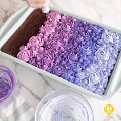 How to Make a Buttercream Ombre Sheet Cake This ombre sheet cake can easily be recreated in your favorite colors with tips and ?✨For this we used varied combinations of sky blue, violet and pink icing color. Shop all of the supplies on our website! Cake Decorating Videos, Wilton Cake Decorating, Cake Decorating Techniques, Cookie Decorating, Wilton Cakes, Cupcake Cakes, Cupcake Icing, Mini Cakes, Cake Recipes