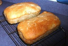 Take your cup of Amish Friendship Bread starter and make two loaves of this traditional rustic sourdough bread that has a distinct Amish Friendship Bread tang. Friendship Cake, Friendship Bread Recipe, Friendship Bread Starter, Amish Friendship Bread, Amish Bread Recipes, Sourdough Recipes, Banana Bread Recipes, Sourdough Bread, Dutch Recipes