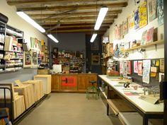 Screen printing shop studios 58 Ideas for 2019 Screened In Porch Furniture, Screened Porch Decorating, Studio Layout, Shop Layout, Wooden Screen Door, Workspace Inspiration, Screen Design, Silk Screen Printing, Shop Interior Design