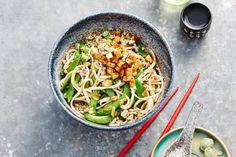 14 april - Tofu in de bonus - Vegetarisch wokgerecht met sobanoedels met een kruidige, nootachtige smaak - Recept - Allerhande
