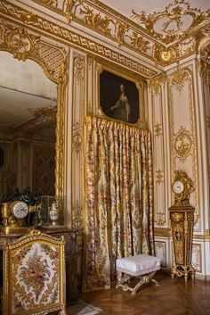 wonderhome — Versailles, Queen's bedroom photo. Chateau Versailles, Palace Of Versailles, Marie Antoinette, Palaces, Palace Interior, French History, Queen Bedroom, Beautiful Castles, French Interior