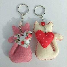 Felt Crafts Patterns, Felt Crafts Diy, Fabric Crafts, Sewing Crafts, Sewing Projects, Craft Projects, Felt Keychain, Keychains, Felt Cat