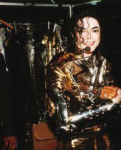 Michael Jackson - HIStory World Tour - Backstage Michael Jackson History Tour, Michael Jackson Smile, Jackson Family, Jackson 5, Paris Jackson, Gold Pants, King Of Music, Look Vintage, Beautiful Smile