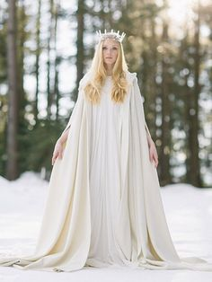 Ice queen! This stunning coat and cape is perfect for a winter wedding!! Dress: Elfenkleid | Crown: Manufaktur Herzblut
