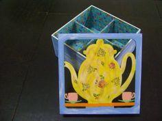Linda caixa para chá!!! É de mdf, decoupada e pintada a mão em estílo rústico, e forrada com tecido em tema floral. Ficará linda em sua cozinha, além de ser muito útil para organizar os chás, já que esta possui quatro divisórias. Também é uma ótima opção para presente. R$ 34,00
