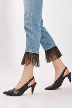 Best Pictures moto tulle hem straight leg jeans - Fashion Ideas Suggestions I love Jeans ! And even more I love to sew my own, personal Jeans. Next Jeans Sew Along I am plann Diy Jeans, Jeans Refashion, Diy Clothes Jeans, Refaçonner Jean, Jean Diy, Denim Fashion, Fashion Pants, Fashion Outfits, Womens Fashion