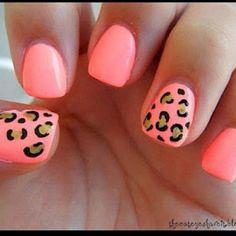 Nailpolish. Pink w. cheetah design