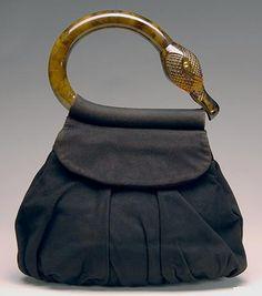 Bag, 1938, USA. 30s Fashion, Fashion History, Fashion Bags, Retro Fashion, Vintage Fashion, Vintage Style, Vintage Purses, Vintage Bags, Vintage Handbags