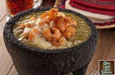 Esta receta es ideal para apantallar a la hora de la comida, o bien, también como botana o plato al centro. El molcajete lo hace lucir muchísimo y el sabor es muy particular. No dejes de probarla y…