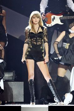 """She performed """"I Knew You Were Trouble"""" at the Brit awards, and she had an awesome costume change. From angelic to devil"""