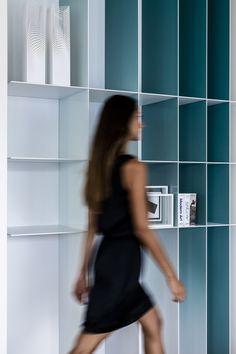 colour gradient bookshelf   alessandro isola miami beach apartment designboom