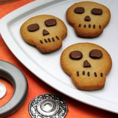 Pirate's Skull Cookies! We're going to be pirates for Halloween, and tomorrow is Talk Like A Pirate Day!