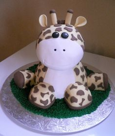 Giraffe Cake! AH! It's too cute! Wonder if I could do this for Noah's birthday....
