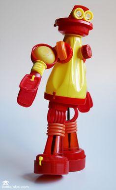 Robot en bouchons plastique, www.BottleRobot.com