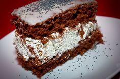 Hogy cukrászdák miért nem csináltak eddig ilyet, fogalmam sincs, hisz rém egyszerű az elkészítése; cserébe roppantmód finom. (Hehe, levédetem!) #ősz #mákossüti #tejszíneskrém #fehércsoki #whitechocolate #cream #cake http://bopci.cafeblog.hu/2015/10/11/bopci-tejszines-makos-szelete-fehercsokival/