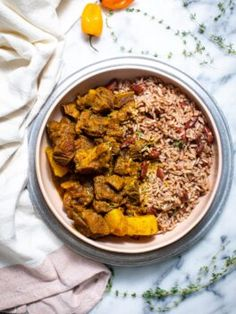 Aloo Pie, Jamaican Curry Chicken, Goat Recipes, Curry Goat, Madras Curry, Goat Meat, Chicken Sliders, Rice And Peas, Girl Cooking