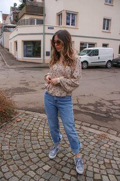 Blumenmuster kombinieren - so stylst du den Modetrend im Frühling und wie ich eine geblümte Bluse kombinieren Boho Fashion, Girl Fashion, Fashion Dresses, Fashion Design, Stylish Dresses, Stylish Outfits, German Fashion, Instagram Outfits, Trends