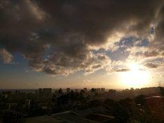 Nice way to end the weekend. #hawaii #honolulu #sunsets #clouds #cloud #igersunset #igers #waikikibeach #paradise #pals #yeohyo #tequila #tacos #mustache #ocean #downtown #ハワイ #ホノルル  #サン #おつかれさま #おやすみなさい
