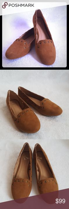 "8 1/2 Wide Like New! Report Suede Flats Like new Report suede like saddle brown tan flats. Style is ""ANNA"".  Excellent used condition. Smoke free and pet free home.  Check out my other listings - 100's of 👠shoes👠, 👢boots👢 and 👜bags👜. Bundle 2 or more and save money!💲💰💲 Report Shoes Flats & Loafers"