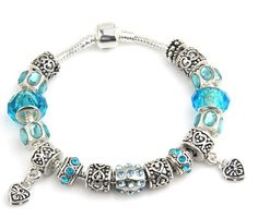 Lovely pandora bracelet! Must have this!!