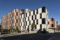 Built by Warren and Mahoney in Auckland, New Zealand with date 2014. Images by Simon Devitt. The new University of Auckland student accommodation campus is located at Carlaw Park, adjacent to the Auckland Domai...