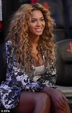 I absolutely love Beyonce's hair, it's so curly and long, I wish my hair could look like this!