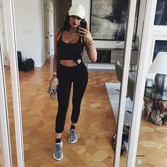 Kylie Jenner versão musa fitness: inspire-se nos seus looks de academia