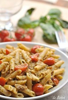 Pasta alla Carlofortina: pesto, tuna and sweet cherry tomatoes Penne, Pasta Alla Carbonara, Pasta Recipes, Cooking Recipes, Easy Healthy Recipes, Pasta Salad, Italian Recipes, Pizza, Healthy Eating