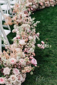 Wedding Isle Flowers, Wedding Isle Decorations, Aisle Flowers, Modern Wedding Flowers, Wedding Flower Arrangements, Floral Wedding, Small Garden Wedding, Wedding Aisle Outdoor, Church Wedding