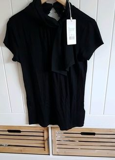 Kaufe meinen Artikel bei #Kleiderkreisel http://www.kleiderkreisel.de/damenmode/blusen/150920960-schwarze-schluppenbluse-gr-40-neu