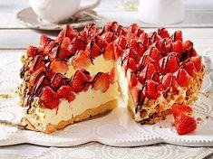 Nicht nur himmlisch sondern auch einfach zuzubereiten: Dieses Rezept für Erdbeertorte mit Vanille-Quark musst du probieren! Apple Recipes, Baking Recipes, Cake Recipes, Whole30 Recipes, Pasta Recipes, Sweet Recipes, Salad Recipes, Dessert Recipes, Strawberry Cheesecake