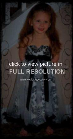 Image from http://photos.weddingbycolor-nocookie.com/p000023190-m161412-p-photo-422576/FLOWE-GIRL.jpg.