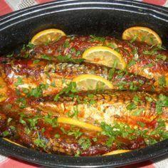 Macrou cu sos de rosii la cuptor Veg Recipes, Slow Cooker Recipes, Cooking Recipes, Seafood Dinner, Fish And Seafood, Carne, Artisan Food, Sauce Tomate, Home Food