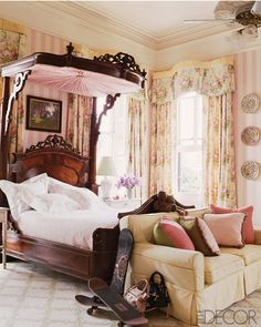 Love that bed! New Orleans interior by Designer Keith Langham, Elle Decor. Victorian Bedroom, Victorian Decor, Antique Beds, Traditional Bedroom, Beautiful Bedrooms, Romantic Bedrooms, Luxury Bedrooms, Elle Decor, Bedroom Decor