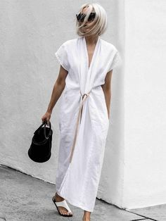 Janaes Style Primary New York Miranda Bennett Studio Knot Dress White Maxi Dress With Slit, V Neck Dress, Maxi Shirt Dress, Kimono Style Dress, Dress Long, Look Street Style, Look Plus Size, Knot Dress, Wrap Dress