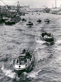 Barkassen auf dem Raiherstieg, Foto Germin 1951