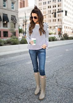 The Best Spring Boots (Hello Fashion) Fall Family Photo Outfits, Fall Winter Outfits, Autumn Winter Fashion, Spring Outfits, Fashion Spring, Family Photos, Boots Hunter, Hunter Boots Outfit, Outfit Des Tages